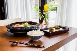 Wagyu Sukiyaki (Left), Uni & Foie Gras Toast (Right), with Rice
